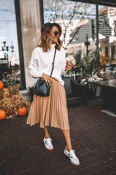 Karina Style Diaries wearing pleated blush midi skirt Tretorn sneakers dark green mini bucket bag white turtleneck slouchy sweaters Source by cyntka de moda juveniles Fashion 2020, Look Fashion, Autumn Fashion, Simple Fashion Style, Fashion Goth, 2000s Fashion, Woman Fashion, Fasion, Mode Outfits