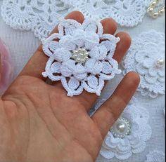 Crochet Diagram, Crochet Motif, Irish Crochet, Crochet Doilies, Crochet Flowers, Fabric Flowers, Knit Crochet, Thread Crochet, Crochet Crafts