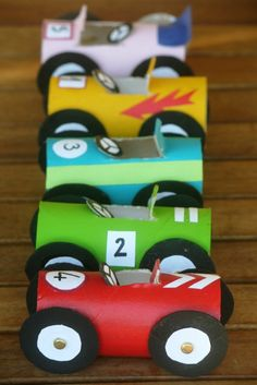 DIY Race Cars by decopeques: Made of upcycled toilet paper rolls. #DIY #Toys #Cars #Cardboard #Upcycle