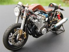Suzuki Leather tank Cafe Racer