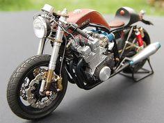 Suzuki Leather tank Cafe Racer