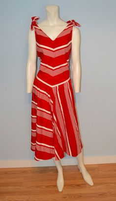 Vintage Red and White Chevron Striped Drop Waist Dress from Red And White Outfits, Vintage Dresses, Vintage Outfits, Bohemian Print, 1930s Fashion, Drop Waist, Hippie Style, Fashion Photo, 1960s
