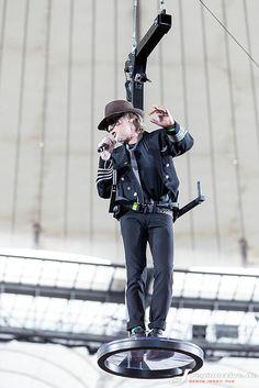 Frankfurt, Pet Water Fountain, Robbie Williams, Punk, Live, Celebrities, Southern, Music, Nice Asses