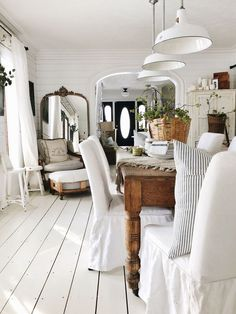 Shabby to Chic: Five Ways to Revamp and Modernize Your Shabby Chic Room - Sweet Home And Garden Rustic Farmhouse, Farmhouse Style, Style Deco, White Cottage, Dining Room Furniture, Concrete Furniture, Concrete Lamp, Kid Furniture, Stained Concrete