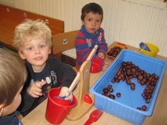 Nature Activities, Activities For Kids, School Themes, Sensory Bins, Dog Bowls, Cool Kids, Preschool, Reggio Emilia, Fall