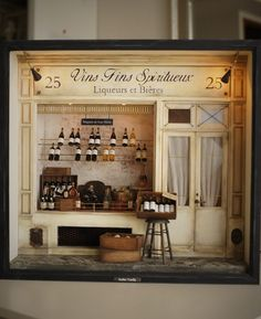 Liquor store in Paris Vitrine Miniature, Miniature Rooms, Miniature Houses, Miniature Furniture, Dolls House Shop, Mini Things, Miniture Things, Small World, Dollhouse Miniatures