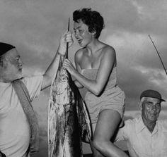 Photographer Ilse Schoenthal r holding up impressive catch w. author Ernest Hemingway while on fishing excursion. Hemingway Cuba, Earnest Hemingway, Nostalgia, American Literature, Book Writer, Famous People, Key West, Hollywood, Life