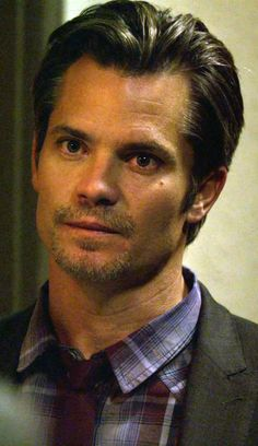 Timothy Olyphant as Raylan Givens in Justified Season 2 Episode 2   -The Dose Makes the Poison-