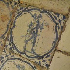 Delfts blauw betegelde vloer in de portrettenzaal in kasteel #Beauregard. #Loirekiekjes