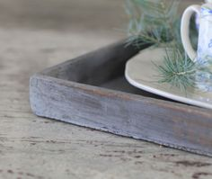 DIY: How to Get this Worn Weathered Paint Finish - this looks like an authentic primitive paint finish - via Cedar Hill Farmhouse Cedar Hill Farmhouse, Amy Howard, Chalky Paint, Weathered Paint, Paint Finishes, Painting Techniques, Tray, Antiques, Crafts