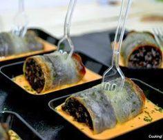 Cuuking! Recetas de cocina: Canelon de morcilla y patata con emulsión de piquillos