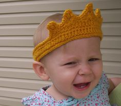 crochet princess tiara- anybody I know willing to make this for me, its adorable!  http://stitch11.com/princess-crown/#