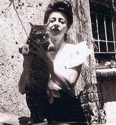 Painter Remedios Varo and cat