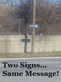 Two signs...same message. Learn Biblical Spanish with http://learnspanishthroughbible.blogspot.com Try it, it's free!!! and happy learning, Blessings.