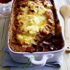 Kutschergulasch mit Kartoffel-Camembert-Haube Rezept | LECKER