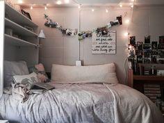 Desain kamar tidur cozy small bedrooms, small rooms, bedroom decor, gray be Cozy Small Bedrooms, Small Rooms, Country Bedrooms, Small Spaces, Dream Rooms, Dream Bedroom, My New Room, My Room, Dorm Room Bedding