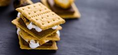 Happy S'mores Day! Thinking about S'mores Day is likely to give you a warm, gooey feeling! This sweet summer celebration turns the spotlight on a popular. Yummy Treats, Sweet Treats, Chocolate Quotes, Cocktail Desserts, Cocktails, American Desserts, Toasted Marshmallow, Hors D'oeuvres, Graham Crackers