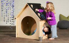 Una casita con pizarra para jugar