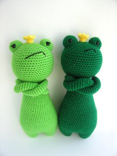 ~~~~~~~~~~~~~~~~~~~~~~~~~~~~~~~~~~~~~~~~  This is a crochet pattern PDF! Not the finished doll!  ~~~~~~~~~~~~~~~~~~~~~~~~~~~~~~~~~~~~~~~~   This is a pattern to make this lovely frog, including the crown and cape!  The pattern includes many pictures and detailed explanations. Its