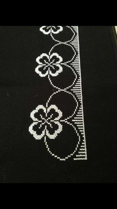 This Pin was discovered by Şen Cross Stitch Borders, Cross Stitch Flowers, Cross Stitch Patterns, Embroidery Stitches, Hand Embroidery, Crochet Bedspread, Prayer Rug, Brick Stitch, Christmas Cross