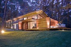 Like the floating roof Deer Mounts, A Frame Cabin, Mountain Homes, Cabana, Home Projects, Architecture Design, House Plans, New Homes, Construction