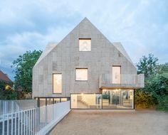 Rundzwei Architekten wraps Cork Screw House in Berlin in natural cork New Zealand Architecture, Architecture Art Design, Residential Architecture, Architecture Details, Japan Architecture, Building Architecture, Circle House, Clad Home, Building A New Home