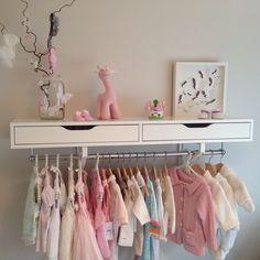 På Babyrommet #mitthjem #myhome #babyrom #baby #babygirl #interior #interiør #mitthjem #garderobe #klær #barnerom #itsagirl