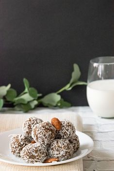 These Salted Caramel Energy Bites look like a decadent dessert but they are actually very healthy and nutritious! They are perfect snack on the go.They are pack-able and gives you little boost of energy while satisfying sweet tooth in a hearty way. These salted caramel balls are made with dates,almond flour as main ingredients. I coated the balls with coconut flakes, you can use any nut powder of your choice or you can even coat them with chocolate to make them even more irresistible… Dairy Free Chocolate Cake, Chocolate Chip Cookies, Date Energy Balls, Greek Chicken Salad, Cake With Cream Cheese, Energy Bites, Eating Raw, Summer Desserts, Coffee Recipes