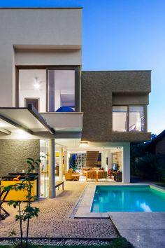 Campanella Arquitetura Design Stylish Home on the Beach of Toque Toque Pequeno