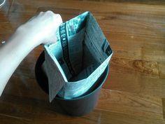 【簡単20秒】新聞紙でゴミ箱の内袋を作ろう!もうレジ袋には戻れない♪ | 片付けブログ「ずぼらイズ」|子育て中のずぼら主婦による汚部屋お片付けの記録 Newspaper, Origami, Diy And Crafts, Camping Tips, Lifestyle, Kids, House, Closet, Camping Tricks