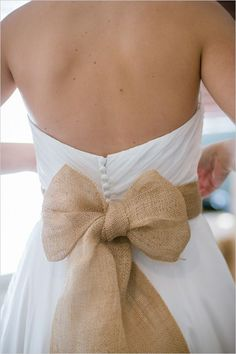 burlap ideas for wedding - wedding dress with burlap bow