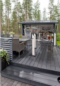 Asuntomessujen parhaat terassi-ideat   Meillä kotona Backyard Retreat, Backyard Landscaping, Scandinavian Garden, Summer Cabins, Hobby House, Cottage Plan, Outdoor Living, Outdoor Decor, Outdoor Play