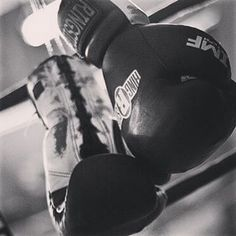 ¿Qué día es hoy?...día de boxeo What day is today?...boxing day trainning #40andfit #healthylife #keepgoing #constancy #nonstop #noexcuses #discipline #selfrespect #passion #dignity #fitphysique #createanhabit #getyourgoals #superwomen #motivated #boxing #hitashardasyoucan #nevergiveup #strongisthenewsexy #neverstop #loveboxing #hitthepunchingbag #workforresults #workyourbody #womenthathitlikemen