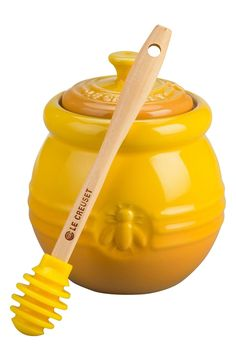 Keep a drizzle of natural golden sweetness close at hand with this beautiful enameled-stoneware honey pot topped with a notched lid and accompanied by a silicone dipper.