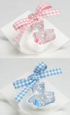 Detalles para bautizo, estuche acetato con 5 peladillas, osito plástico, lazo vichy a tono y tarjeta personalizada. Medida osito: 4 cm Medida estuche: 17 x 8,5 cm (plano)