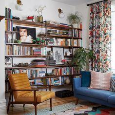Home Living Room, Apartment Living, Living Room Decor, Living Room Vintage, Bedroom Decor, Midcentury Modern Living Room, Library Bedroom, Living Room Inspiration, Layout Inspiration