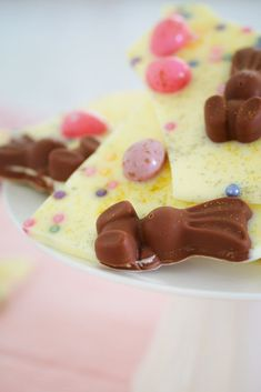Easter fun food, Easter baking, Easter recipes, Sweet treats desserts, Baking recipes, Baking - White Chocolate & Malteser Bunny Bark with mini Easter eggs 5 minutes prep time 4 ingredients a - #Easterfun #food