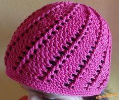 Milé háčkařky, na zahraničních internetových stránkách jsem narazila na háčkovaný klobouček se s... Crochet Beanie Hat, Crochet Gloves, Beanie Hats, Knitted Hats, Crochet For Kids, Crochet Baby, Crochet Accessories, Headbands, Knitting Patterns