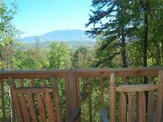 Blue Ridge View - This is a 1 bedroom cabin located near Dollywood. It has an indoor Jacuzzi tub, pool table and wireless internet access!
