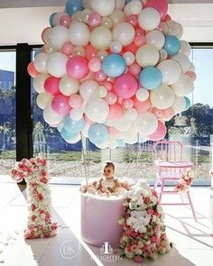 35 simply wonderful DIY balloon decorations for your celebration - Diyideasdecoration.club - 35 Simply wonderful DIY balloon decorations for your celebration - 1st Birthday Girls, First Birthday Parties, Birthday Ideas, 1st Birthday Girl Decorations, First Birthday Balloons, 1 Year Old Birthday Party, Princess Birthday, Birthday Table, Birthday Celebration