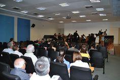 Público assiste apresentação da OCASS, na FMB. Promoção foi da Comissão de Arte e Cultura da instituição.