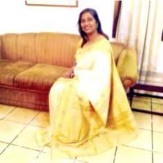 🙏49: An Onam-ized saree in ever versatile Banaras silk saree wt tissue border that graces the festivities well. Pair it wt very old navratana necklace that is 4 decade old , it's not just easier to get transported to vintage diorama but also flawlessly enhances the festival nuances around. 😊 #100sareepact Grand in simplicity