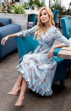 Приталенное платье на запáх с цветами и птицами TOP20 Studio / 2000001070604-0