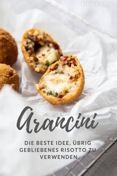 Einfache Mozzarella Arancini (gefüllte Reisbällchen) Ever since belongs? The Sicilian, with filled and fried rice balls are our absolute favorite! The preparation is very simple and so you have delicious in a jiffy for any occasion! Mozzarella, Protein Breakfast, Breakfast Recipes, Risotto Balls, Milk Dessert, Mushroom Risotto, Food Staples, Balls Recipe, Snacks