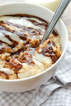 Cinnamon Roll Oatmeal *Warning* If you are looking for healthy oatmeal recipes, do not open. What's For Breakfast, Breakfast Dishes, Breakfast Recipes, Breakfast Healthy, Breakfast Items, Breakfast Dessert, Morning Breakfast, Breakfast Casserole, Slow Food