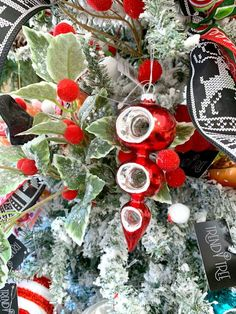 Millennial Christmas Decor Rachel and Carrie decorated this tree with millennial Christmas decor for the Trendy Tree retail store in Pontotoc, MS. Candy Land Christmas, Gingerbread Christmas Tree, Christmas Tree Wreath, Whimsical Christmas, Green Christmas, Primitive Christmas, Retro Christmas, Country Christmas, Christmas Tree Decorations