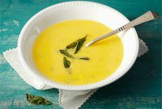 Juustoinen kurpitsakeitto on maukas ja hienostunut keitto. Voit tarjota sitä arkena ja juhlassa. http://www.valio.fi/reseptit/juustoinen-kurpitsakeitto/ #resepti #ruoka