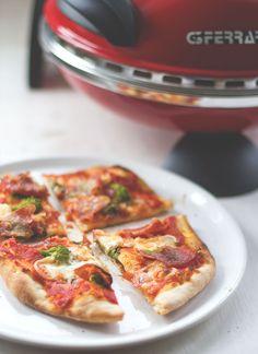 Homemade Pizza mit dem Pizzaofen GFerrari - Pizzabäcker ohne Backofen von moeyskitchen.com
