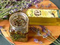 Vyrobte si malé domácí poklady zlevandule– Novinky.cz Nordic Interior, Kraut, Pesto, The Balm, Mason Jars, Remedies, Food And Drink, Herbs, Homemade