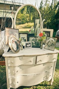 家具をおしゃれにディスプレイ♩ドレッサーを使ったウェディングDIYが可愛すぎる♡にて紹介している画像